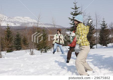 snowball fight 29675802