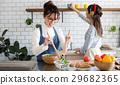 斯堪的納維亞女孩廚房食物婦女朋友 29682365
