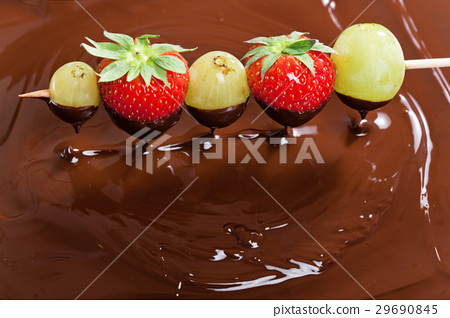 chocolate fondue 29690845