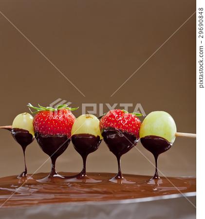 chocolate fondue 29690848