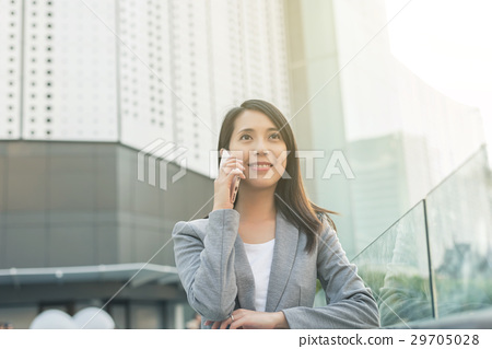 business woman talk on phone 29705028