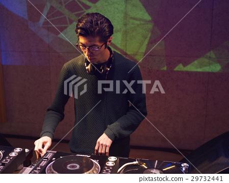 男DJ 29732441