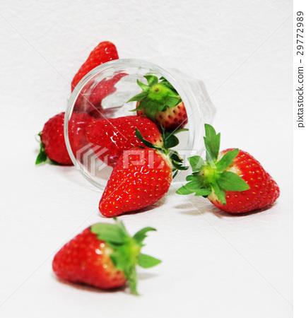 草莓玻璃杯子 29772989