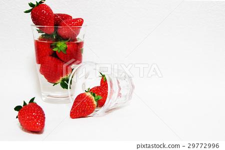 草莓玻璃杯子 29772996
