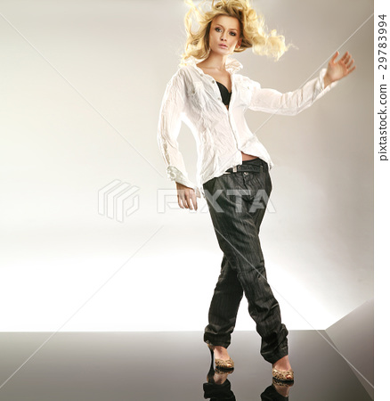 Elegant lady wearing loose outfit 29783994