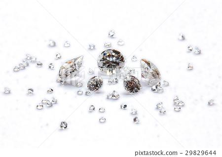 Many Size of Round Cut Diamonds. 29829644