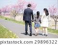 新年女孩和父母 29896322