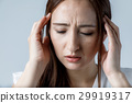 두통의 여성 29919317