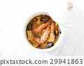 鍋裡煮好的食物 用鍋烹飪 湯 29941863