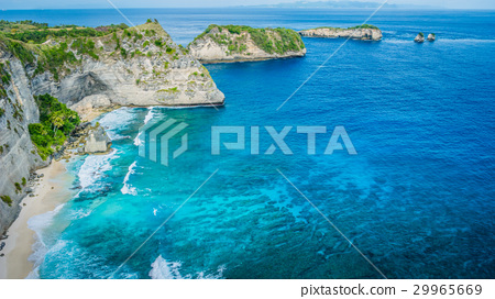 Coastline with rocky edge facing ocean behind at 29965669
