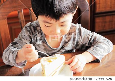 A boy who eats cake 29991520
