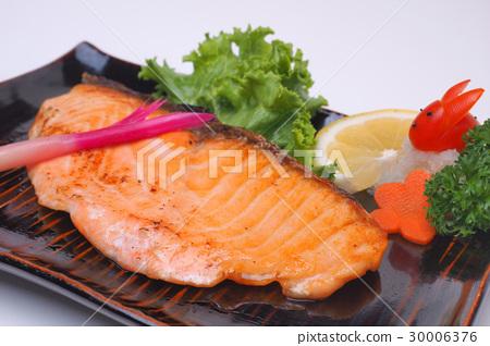 Grilled Salmon or Salmon shio yaki isolated 30006376