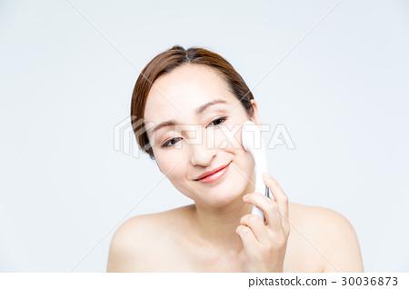 使用离子电渗疗法的妇女 30036873