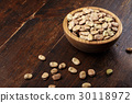 dried fava bean 30118972