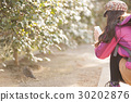 背包客旅行的山女孩 30202876