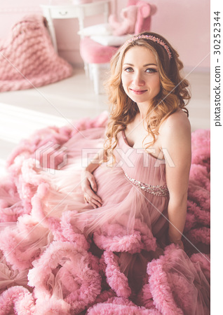 Pregnant pretty girl is wearing fashion pink dress 30252344