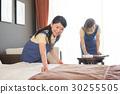 호텔 객실 직원의 여성 30255505