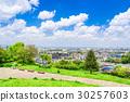푸른 하늘이 펼쳐진 주택가 30257603
