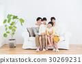 年輕的家庭 30269231