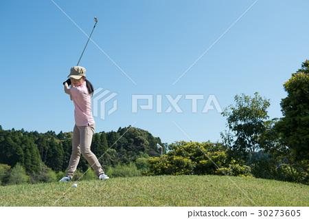 打高爾夫球的少婦 30273605