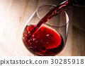 倒紅酒 30285918