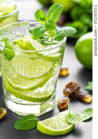 Summer mint lime refreshing cocktail mojito 30295651