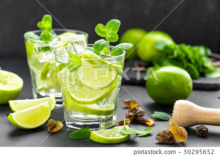 Summer mint lime refreshing cocktail mojito 30295652