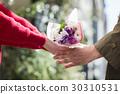 花店給花束的婦女 30310531
