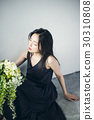 与花束的女性画象 30310808