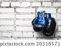 Old boxing gloves 30316571