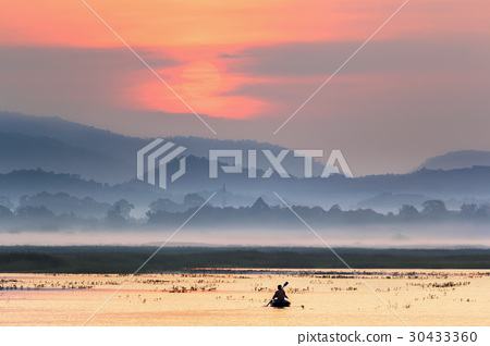 Fishing boat in lake with sunset 30433360