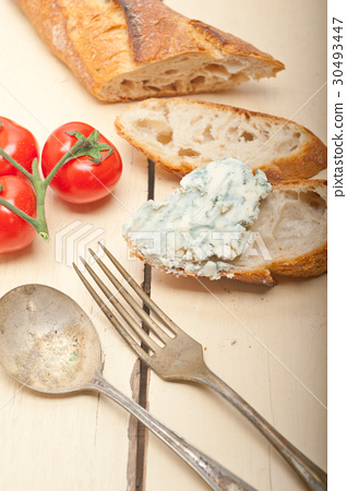 fresh blue cheese spread ove french baguette 30493447