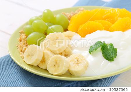 muesli with yogurt and fresh fruit 30527366