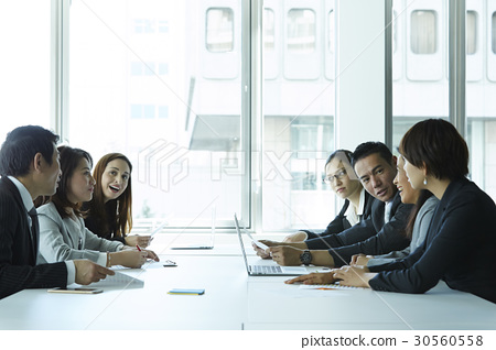 Group of business people having a business meeting in office. 30560558