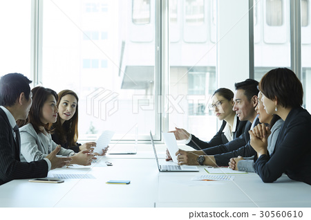 The colleagues are discussing at a meeting in office. 30560610