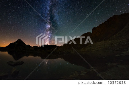 The outstanding beauty of the Milky Way arc 30572038