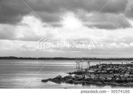Sea landscape in black and white 30574100