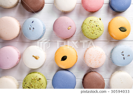 Traditional colorful french macarons 30594033