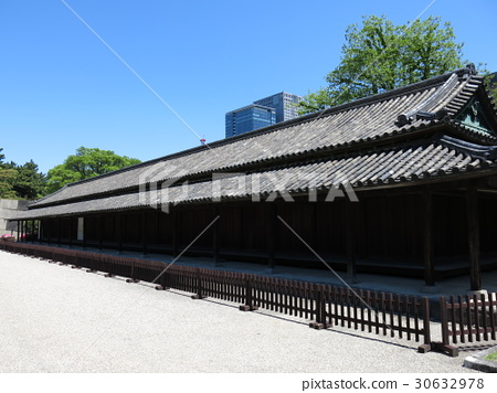One hundred number of the Edo Castle in the East Garden of the Imperial Palace 30632978
