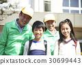 高级志愿者学校道路的安全援助 30699443