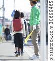 高级志愿者学校道路的安全援助 30699465