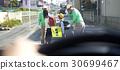 高級志願者學校道路的安全援助 30699467
