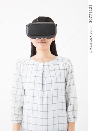 女性穿著VR護目鏡 30775123