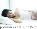 Young beautiful woman sleeping  on bed   30873515