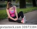 injury, knee, woman 30973384