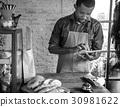 成人 面包房 男性 30981622