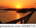 Dusk ของสะพาน Tsunoda Ohashi ในจังหวัด Yamaguchi 30996735