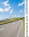 羊蹄山と直線道路 / 夏の北海道ニセコの風景 30999948