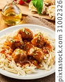 Pasta fettuccine and meatballs with tomato sauce 31002326
