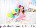 Kids birthday party with cake 31006337